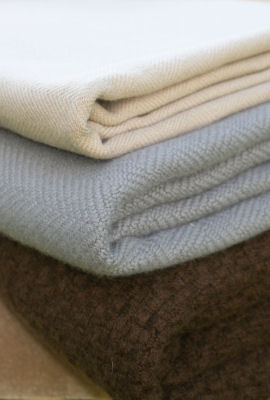 Luxury Cashmere Throws Blankets For Interior Designers From Kothea
